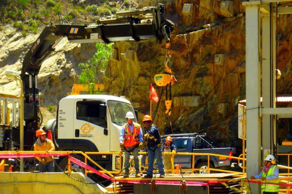 Ingenieros en esclusa Duke Energy