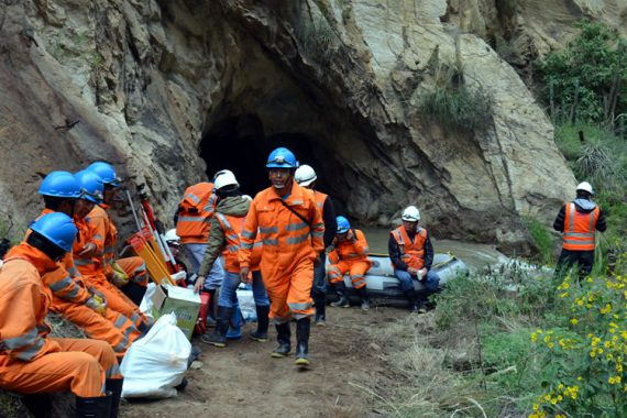 Ingresando para inspeccionar el túnel