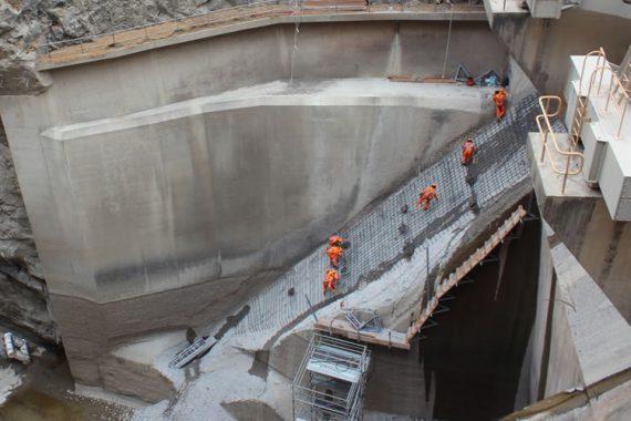 Trabajo vertedero rampa presa Cirato